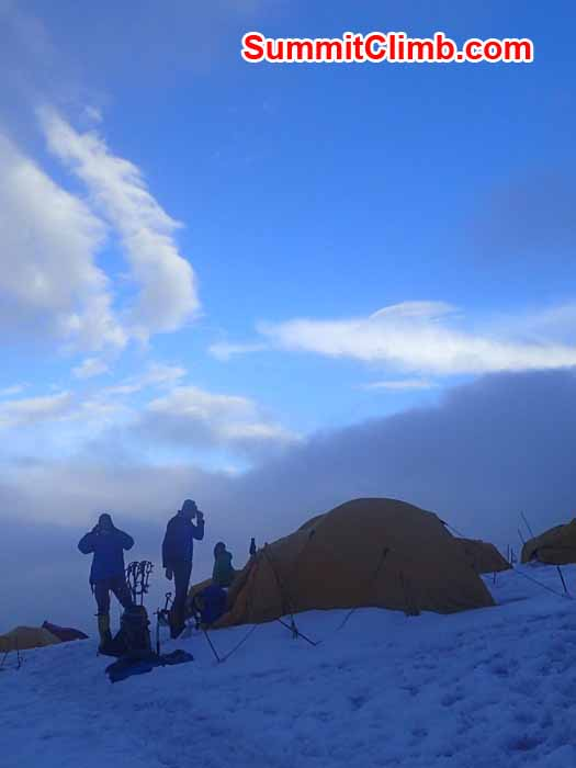 Evening scene in Camp 1. Marin Minamiya Photo.