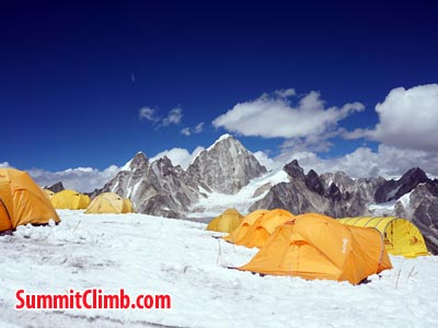 Good weather at camp 1. Photo Puwei L