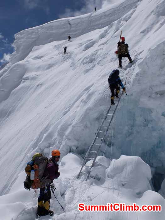 manaslu team ascends with the help of ladder camp 2
