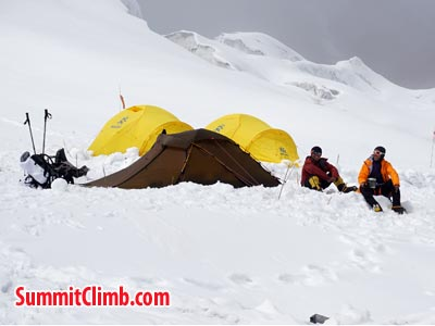 Members resting in camp 2. Photo Puwei L