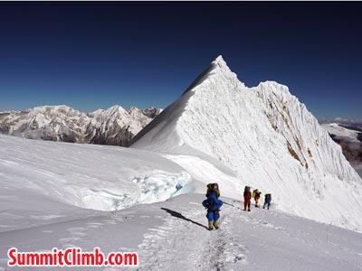 Ridge seen before summit. Photo Puwei L