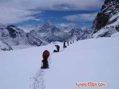 Team practicing roped glacier travel on the Cho La glacier (Dan Mazur).