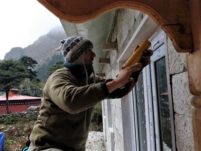 Caulking window trim