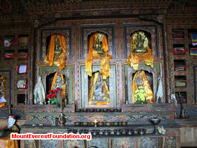 nepal volunteer trek, buddish temple