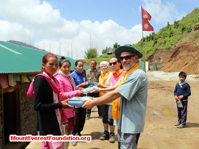 nepal volunteer trek, donation to school