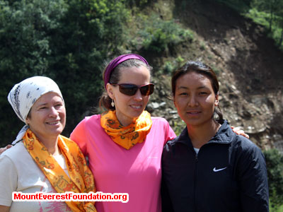 nepal volunteer trek, woman power