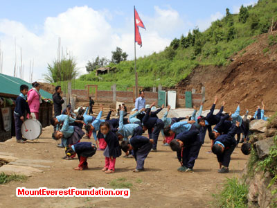 nepal volunteer trek, school kids doing activites