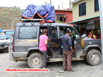 nepal volunteer trek, jeep rest