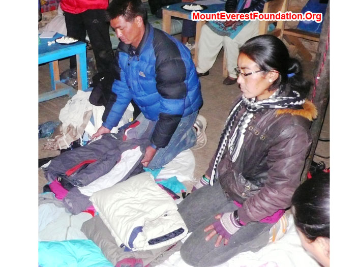 Nawang and Dati Sherpa packing warm jackets donated by Johan Frankelius