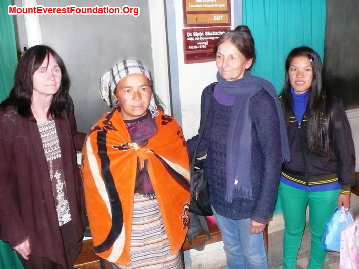Shelley Bloom, Hamu Sherpa, Marie Serys, and Yanke Sherpa at Helping Hands Hospital.